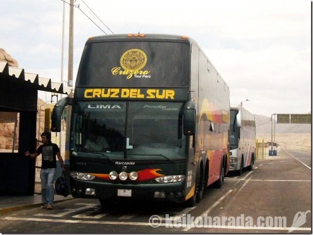 クルス・デル・スール社のバス