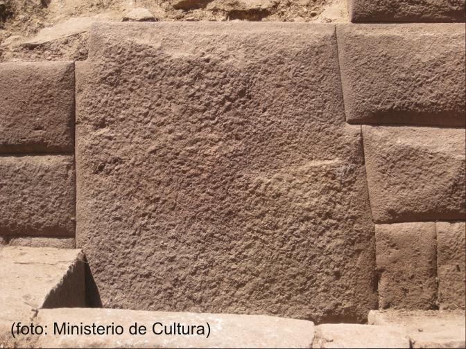 インカワシ水路遺構の13角の石