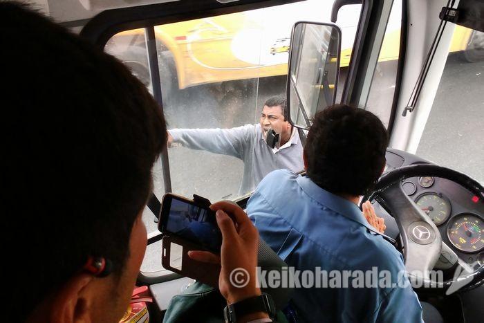 バスの接触事故