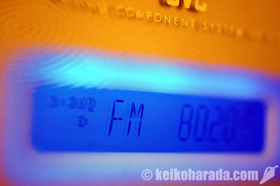 FM802