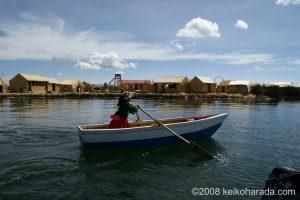 ふわふわの浮島を体験しよう!ティティカカ湖のウロス島