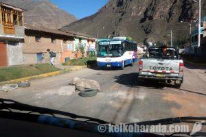 ウルバンバでツアーバス転落 観光客1人死亡