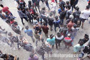 ちょっと危険なカルナバル、クスコの水かけ祭り