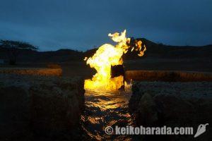 EL TUBO 闇に浮かぶ炎の温泉
