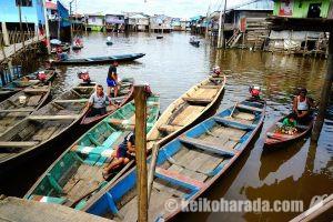 水上で生きる逞しき人々!アマゾン最大の都市、イキトスのベレン・バハ