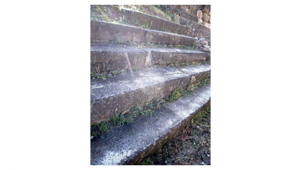 チャビン・デ・ワンタル遺跡 白と黒の階段